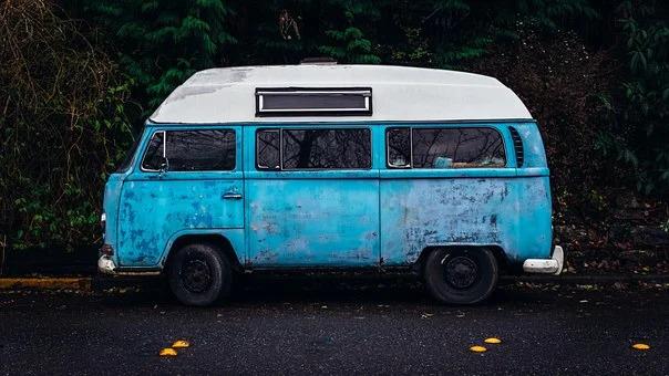Vanhoihin autoihin voi yrittää saada rompetorilta osia.